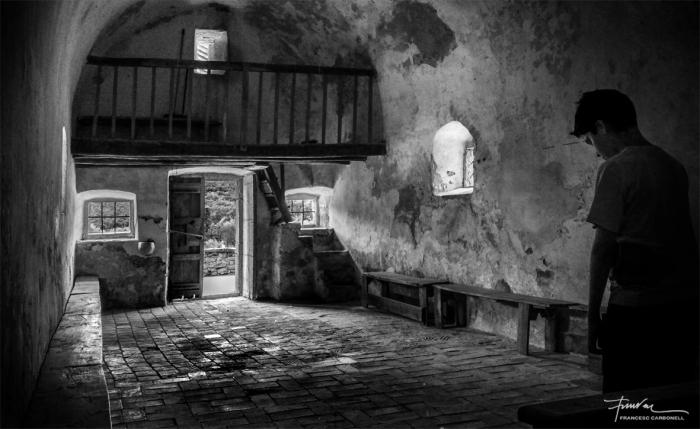 Contrallum sortint de l'ermita de St. Nazari (Vall del Llémena)