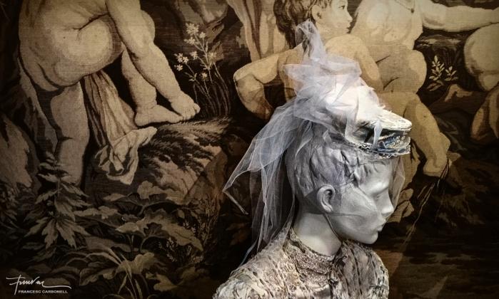 Noia de porcel·lana